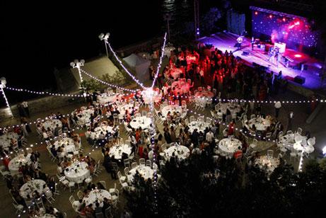 focus 7 gala etudiant citadelle de villefranche sur mer faculte de medecine diner assis 450 personnes scene concert